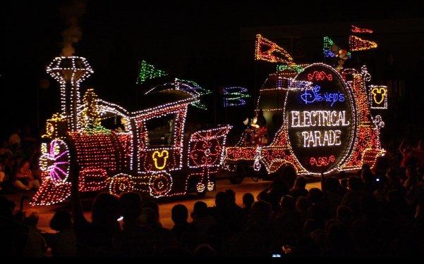 disney-main-street-electrical-parade-historic-rip0816