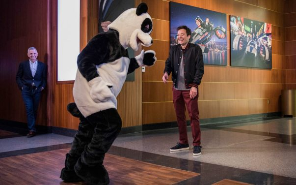 Jimmy-Fallon-and-Hashtag-the-Panda-at-Race-Through-New-York-1170x731