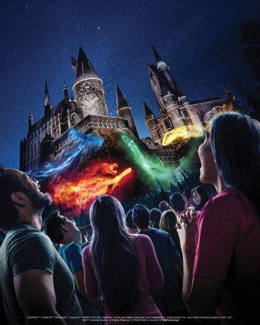 The-Nighttime-Lights-at-Hogwarts-Castle1