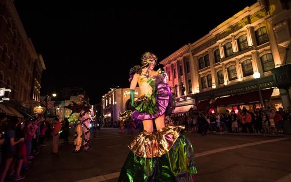 Universals-Mardi-Gras-Parade-Performer
