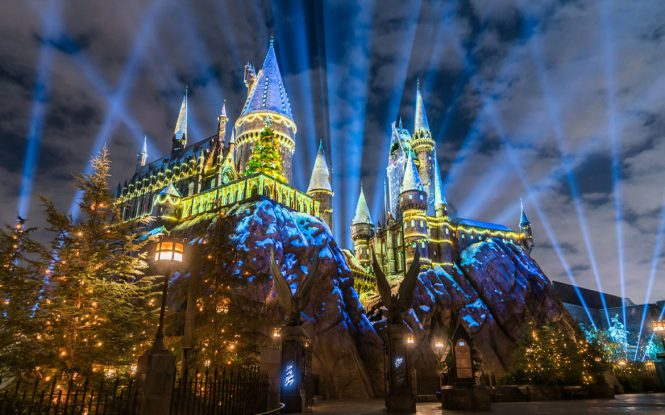 The-Magic-of-Christmas-at-Hogwarts-Castle-1170x731