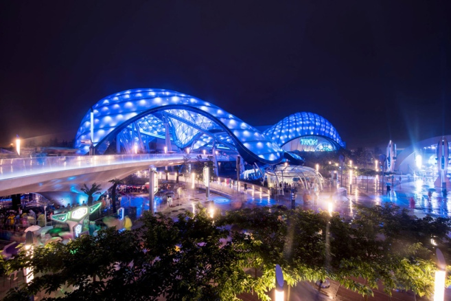 grimshaw-shanghai-disney-resort-tomorrowland-china-designboom-01