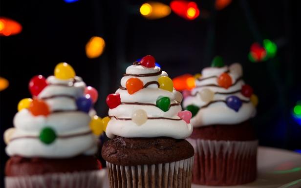 Christmas-Tree-Light-Cupcakes-Halloween-Horror-Nights-2018