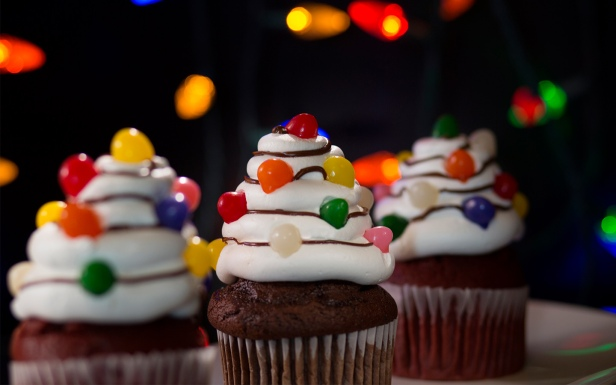 Christmas-Tree-Light-Cupcakes-Halloween-Horror-Nights-2018